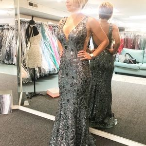 Bran new with tags Jovani gown size 0 sage